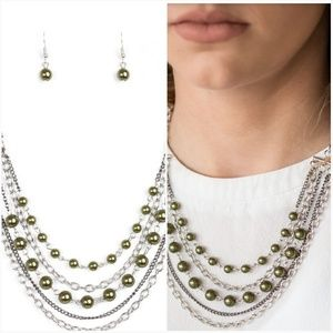 METRO MODEST GREEN NECKLACE/EARRING SET